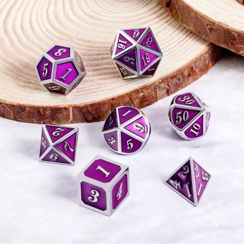 Комплект D&D зарове: Metal & Enamel 7 Dice Set Ultraviolet & Silver в Зарове за игри